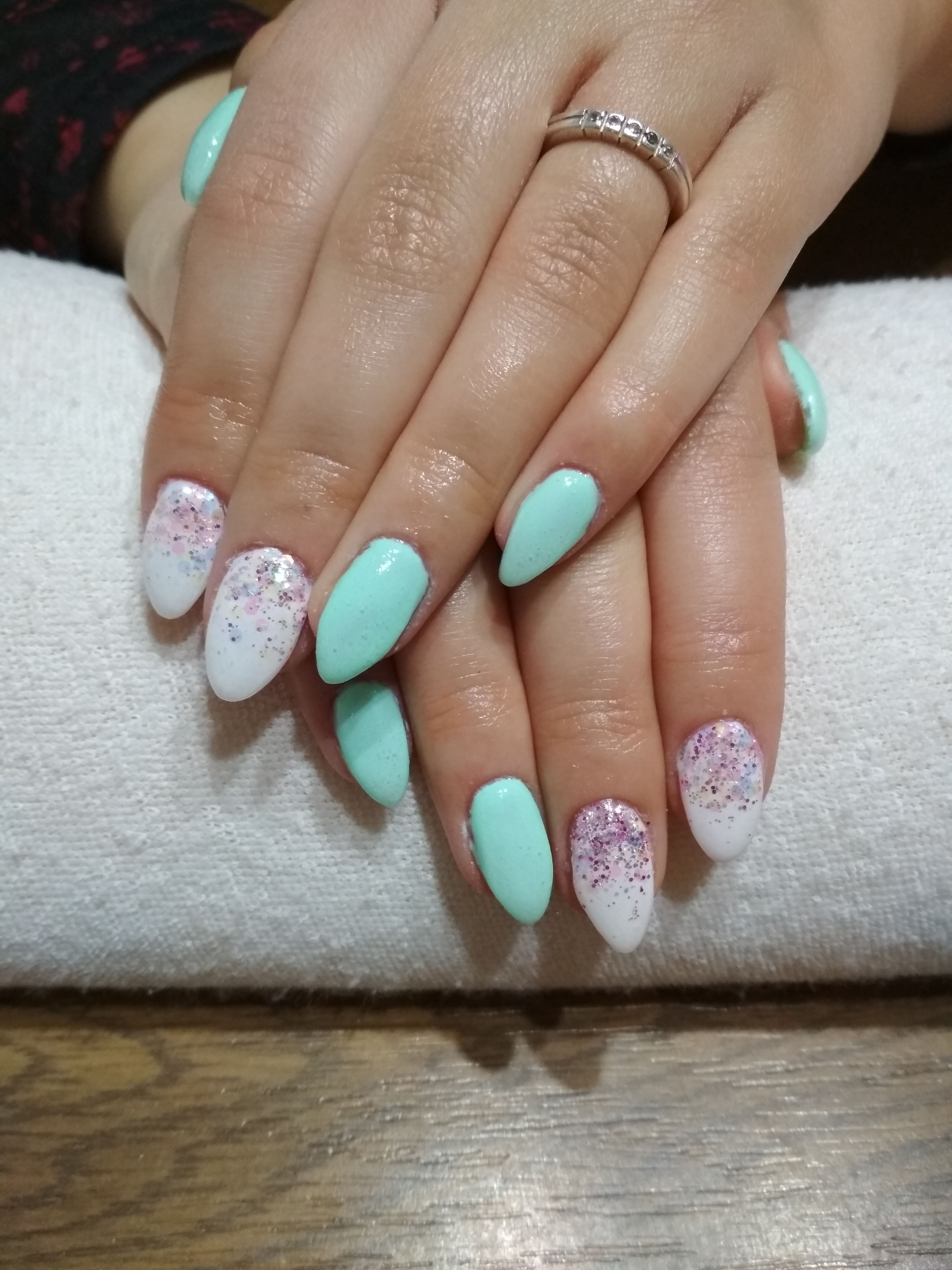 Green And White Gel Colorful Glitter Gelove Nehty A Nehty